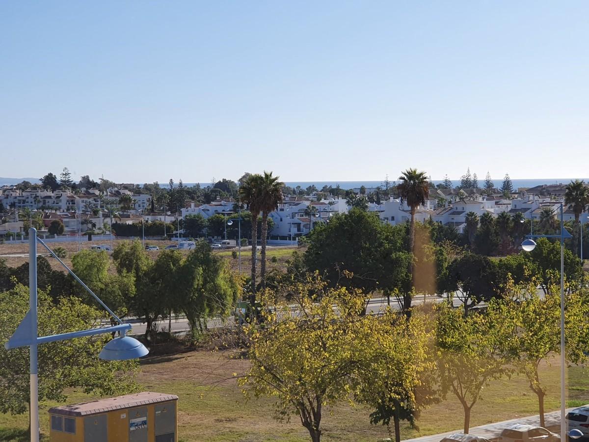 Apartamento de 2 dormitorios en venta en San Pedro de Alcántara – R3476680