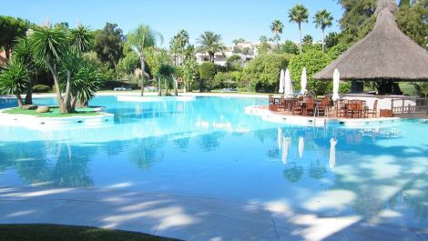 Apartamento de 3 dormitorios en venta en Guadalmina Baja – R3157609 en