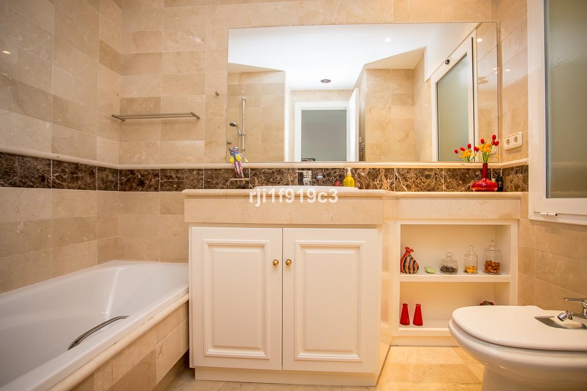 Apartamento de 3 dormitorios en venta en Elviria Hills – R2347544