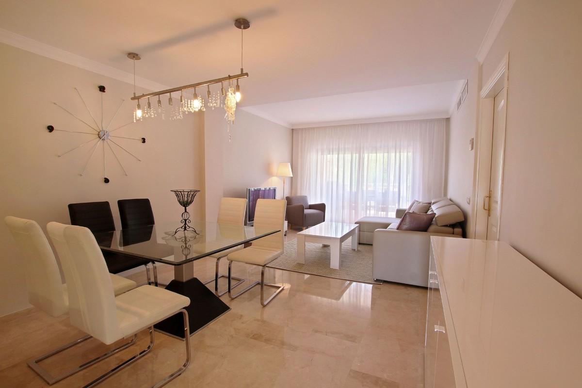 2 bedroom Apartment for sale in Elviria – R3536185