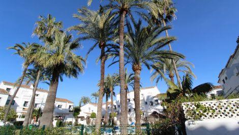 Adosado de 2 dormitorios en venta en Nueva Andalucía – R3591130