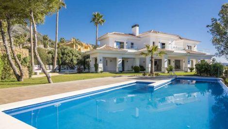 5 bedroom Villa for sale in Sierra Blanca – R3568525