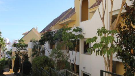 Apartamento de 2 dormitorios en venta en Estepona – R3557080