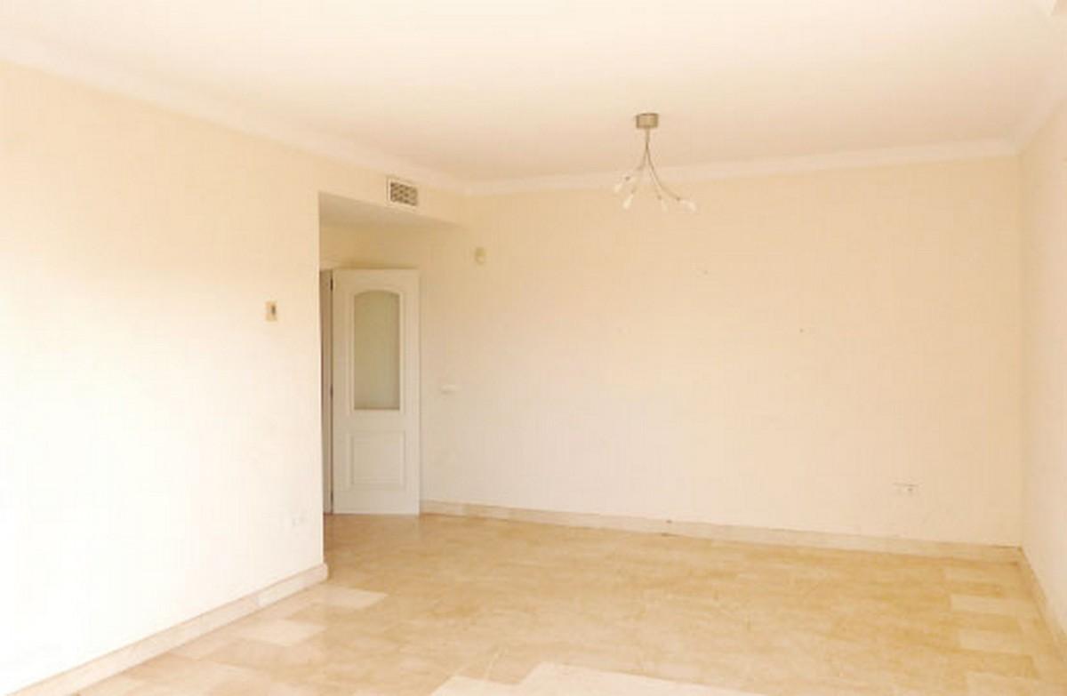 3 bedroom Apartment for sale in Elviria – R3553522