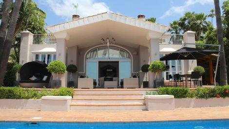 5 bedroom Villa for sale in Sierra Blanca – R2939663