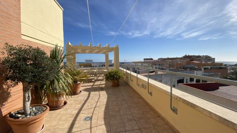 2 bedroom Penthouse for sale in Estepona – R3609401 in