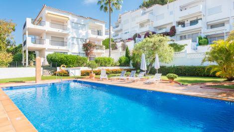 Apartamento de 2 dormitorios en venta en Nueva Andalucía – R3427006