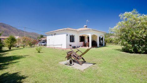 3 bedroom Villa for sale in Estepona – R2945060