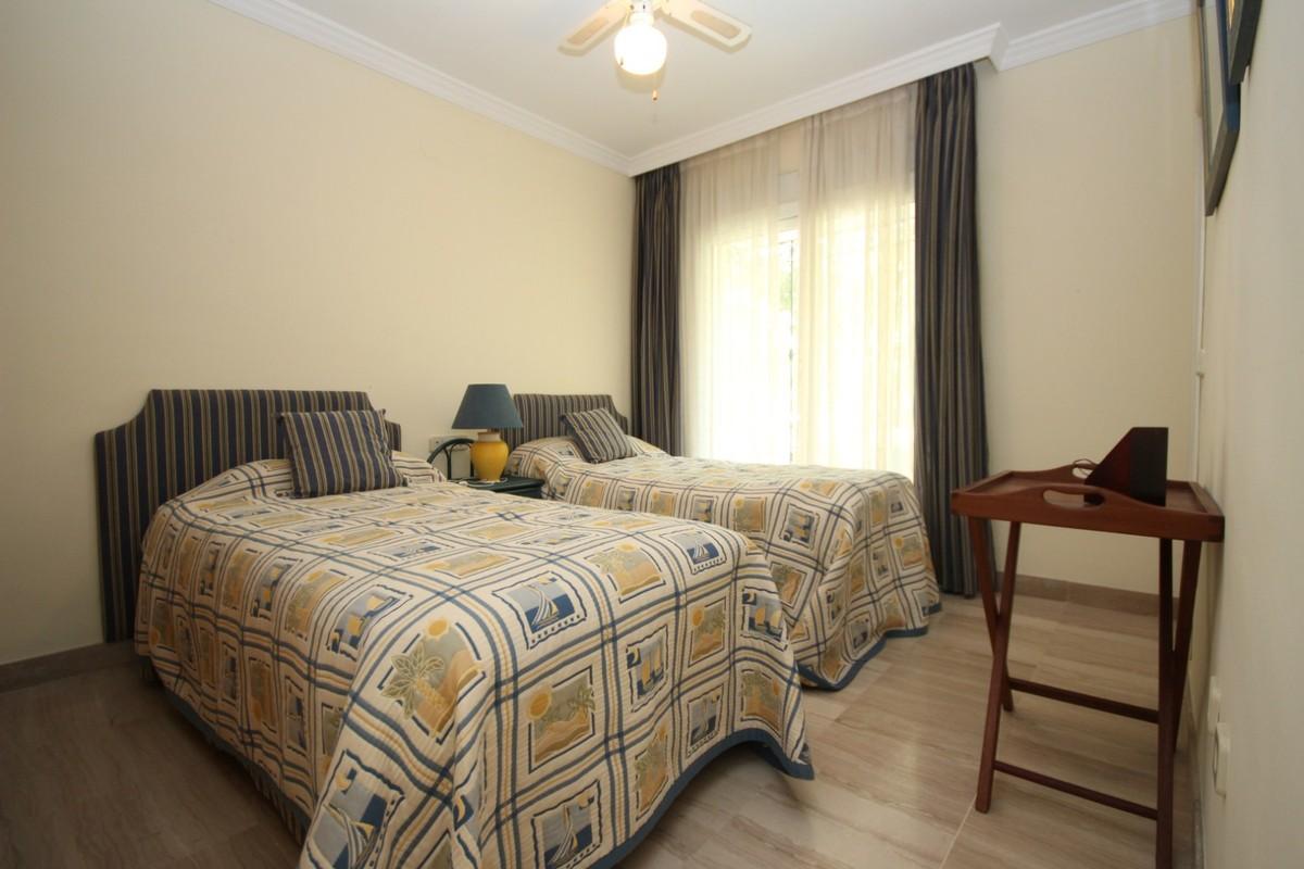 2 bedroom Apartment for sale in Elviria – R3513847