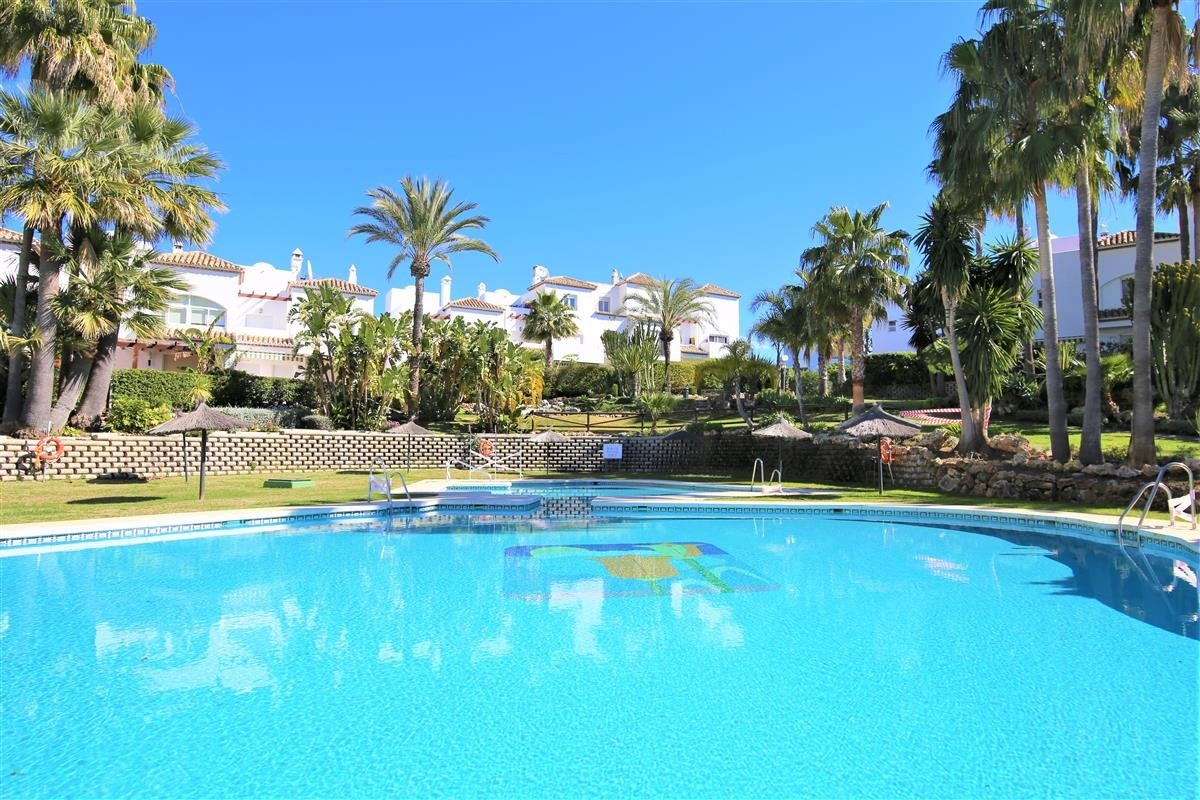 3 bedroom Townhouse for sale in Estepona – R3613403