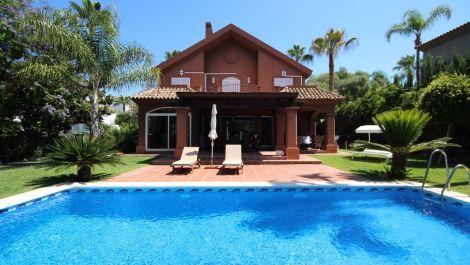 4 bedroom Villa for sale in Elviria – R3451837