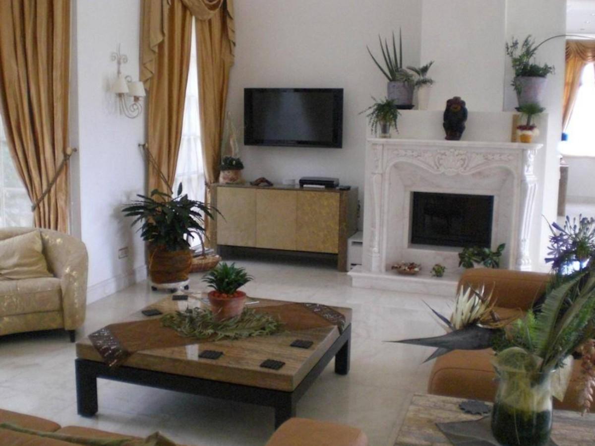 7 bedroom Villa for sale in Sierra Blanca – R3540997