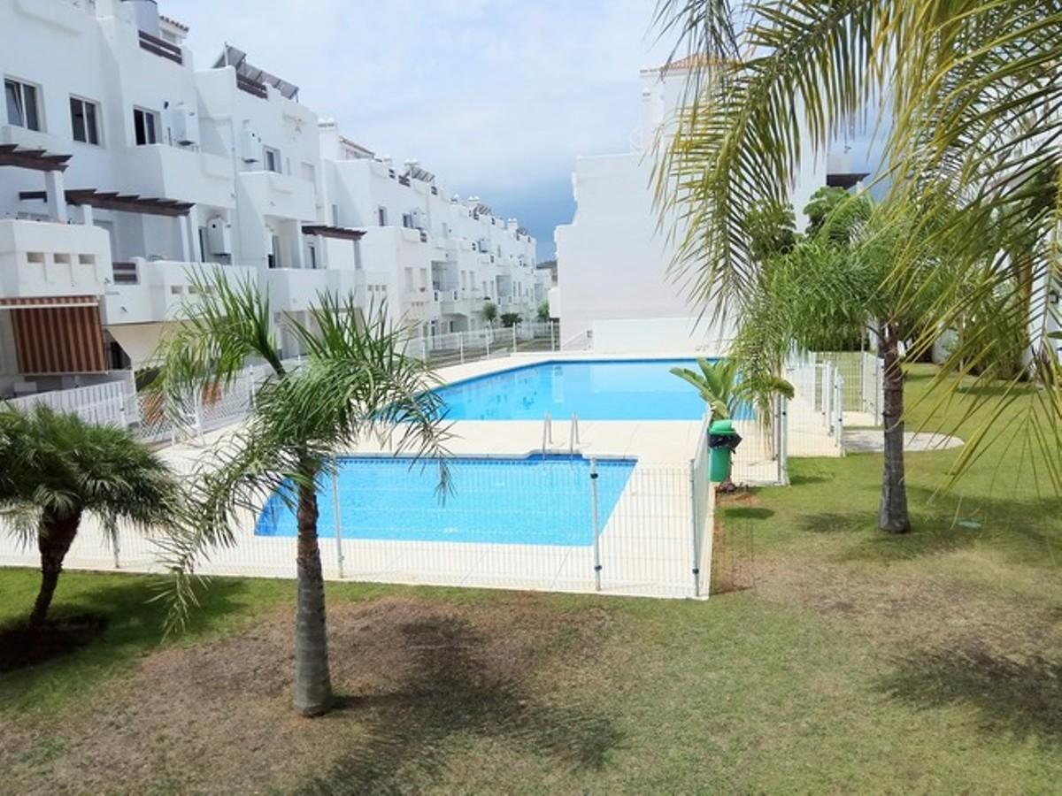 2 bedroom Penthouse for sale in Estepona – R3121222