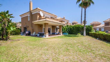 Villa Pareada de 3 dormitorios en venta en Los Monteros – R3470629 en