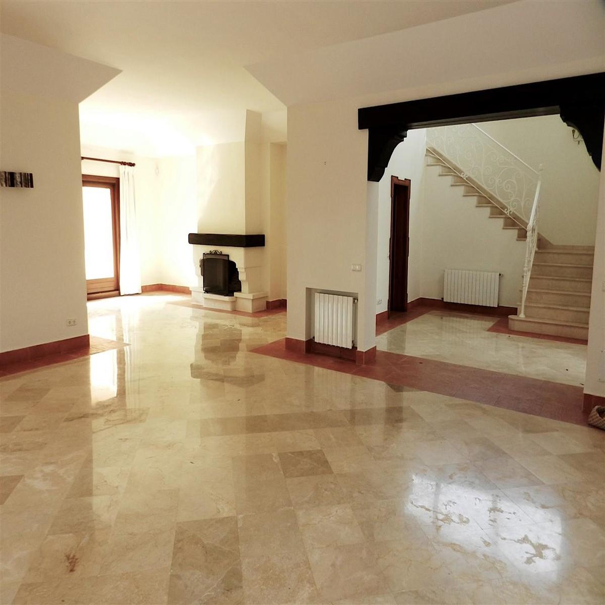 Villa de 5 dormitorios en venta en Sotogrande – R3415036