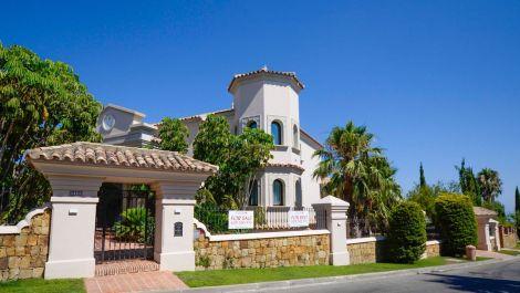 Villa de 5 dormitorios en venta en Los Flamingos – R3184423 en