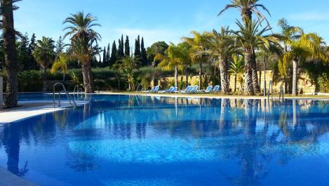 Apartamento de 2 dormitorios en venta en Nueva Andalucía – R3198784