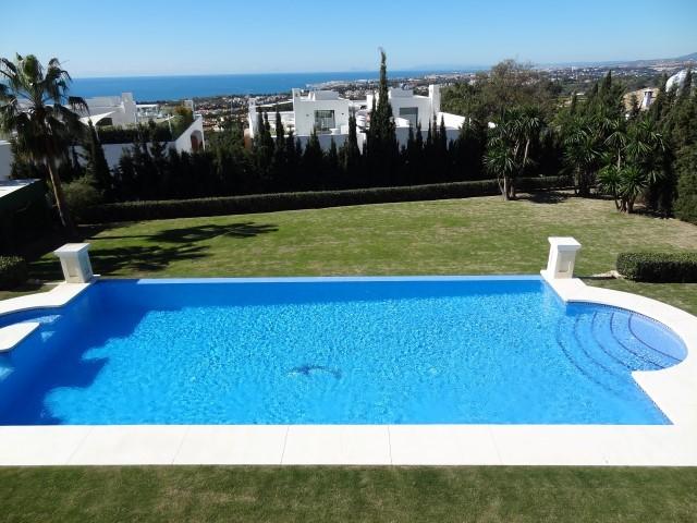 7 bedroom Villa for sale in Sierra Blanca – R2270714