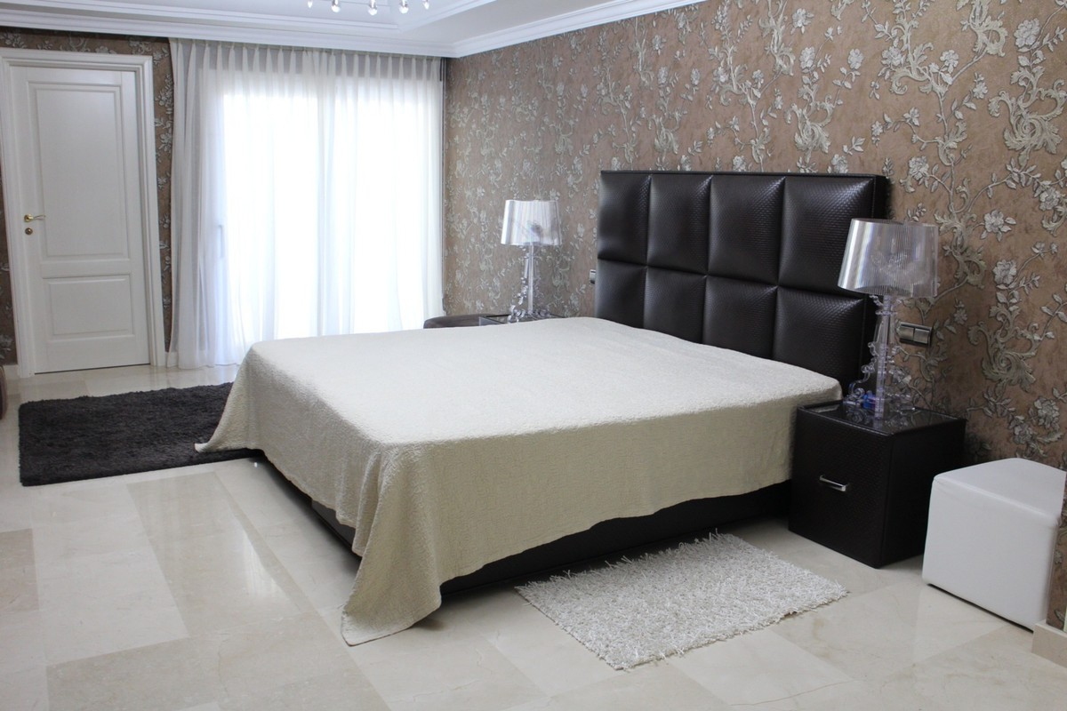 6 bedroom Villa for sale in Sierra Blanca – R2954456