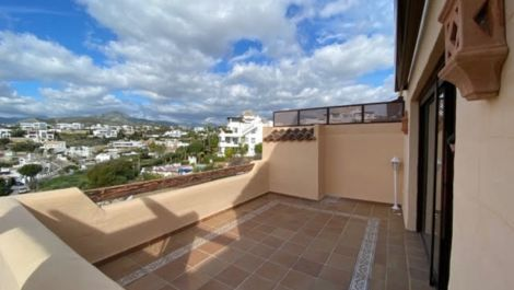 2 bedroom Penthouse for sale in Benahavis – R3444655 in
