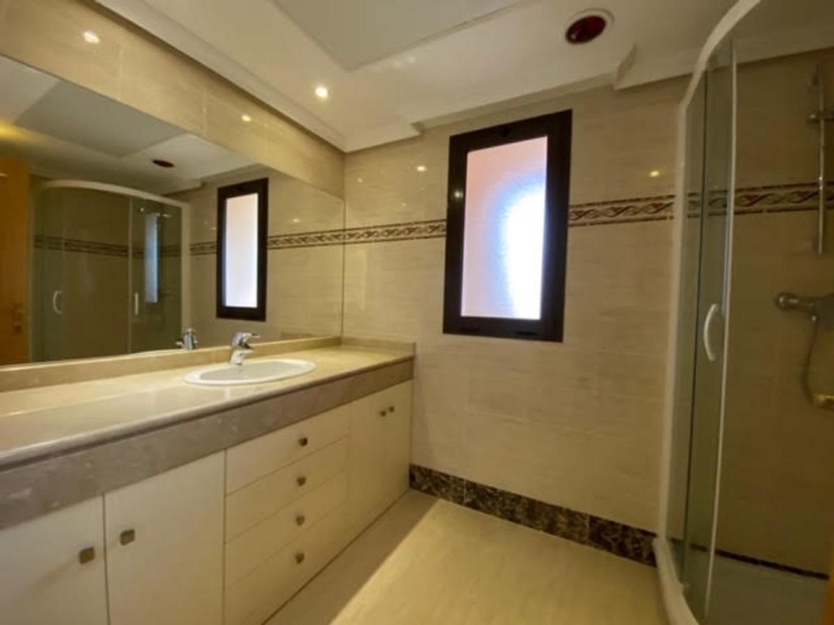 Atico de 2 dormitorios en venta en Benahavís – R3444655