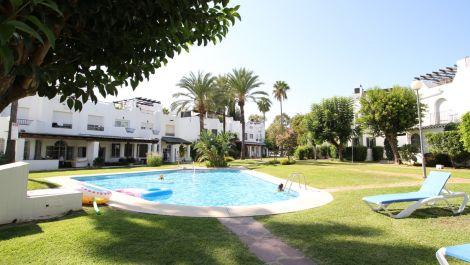 Adosado de 3 dormitorios en venta en Nueva Andalucía – R3501040