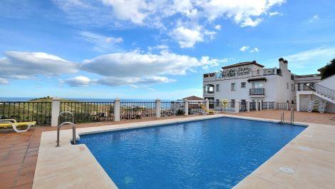 Apartamento de 2 dormitorios en venta en Calahonda – R3296464