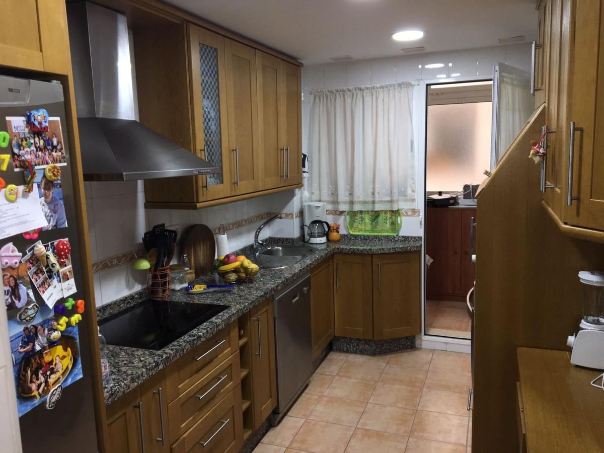 Apartamento de 3 dormitorios en venta en San Pedro de Alcántara – R2941937