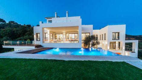 Villa de 5 dormitorios en venta en Altos de los Monteros – R3444106 en