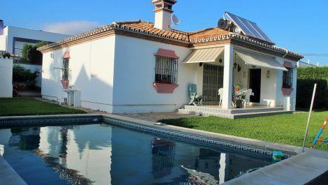 3 bedroom Villa for sale in Estepona – R3432529