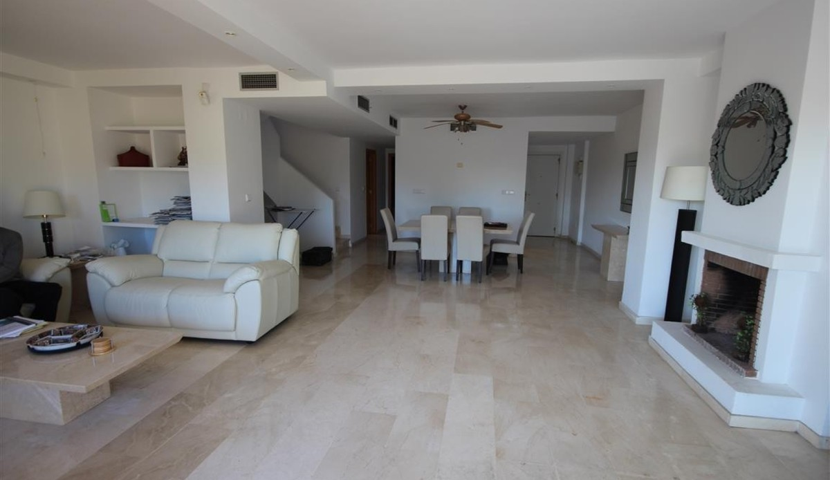 4 bedroom Penthouse for sale in Guadalmina Alta – R62352