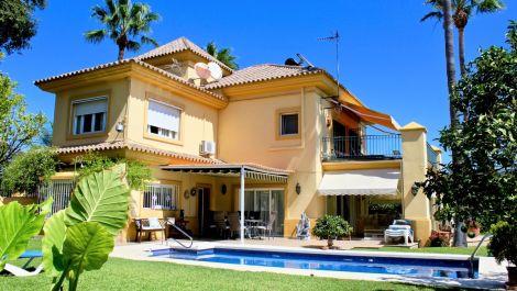 Villa de 5 dormitorios en venta en El Rosario – R3506011 en