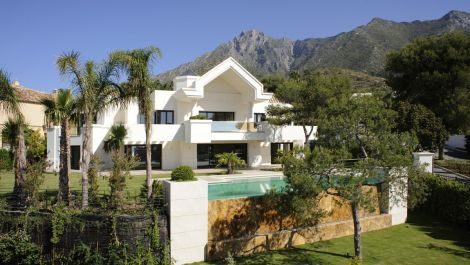 5 bedroom Villa for sale in Sierra Blanca – R3386842