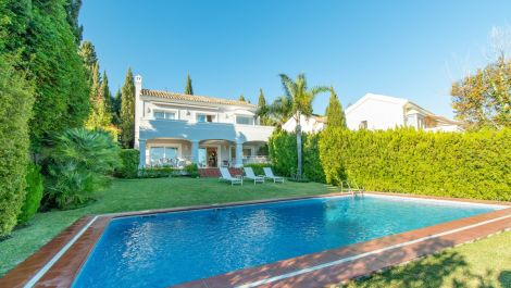 5 bedroom Villa for sale in Sierra Blanca – R3542224