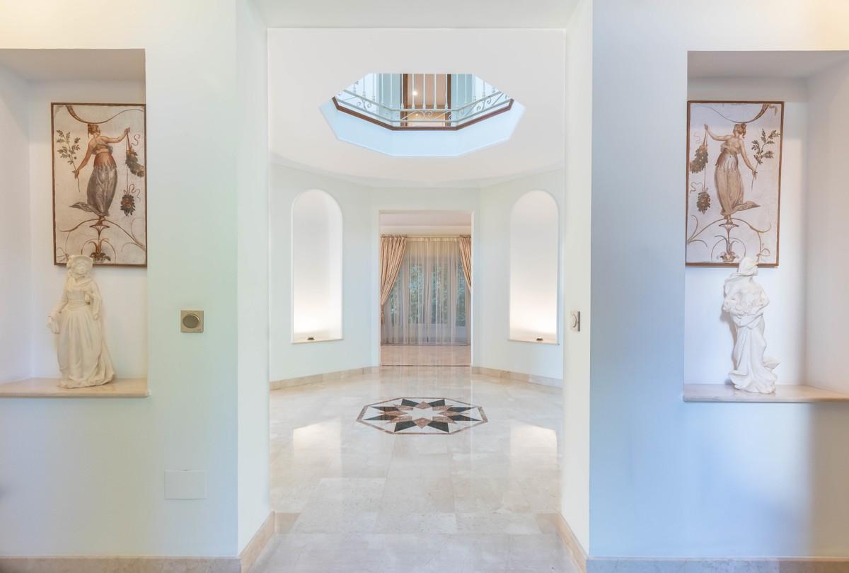 5 bedroom Villa for sale in Sierra Blanca – R3542224
