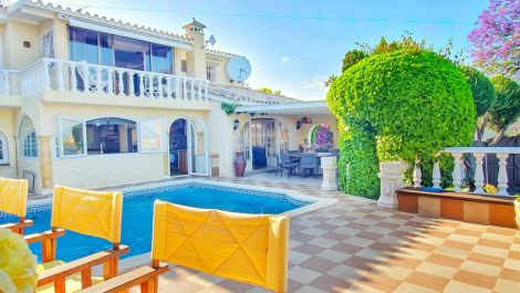 Villa de 4 dormitorios en venta en Puerto Banús – R3171649 en