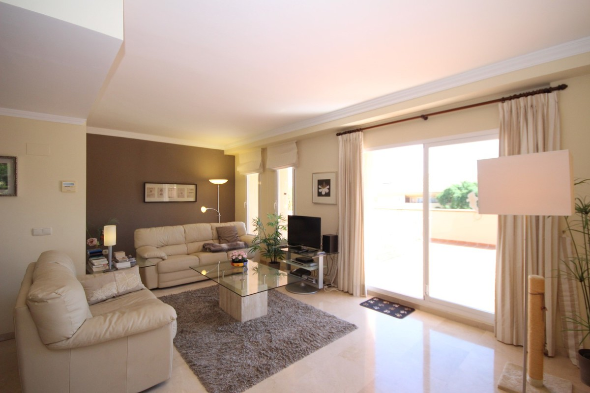 2 bedroom Penthouse for sale in Elviria – R3437926