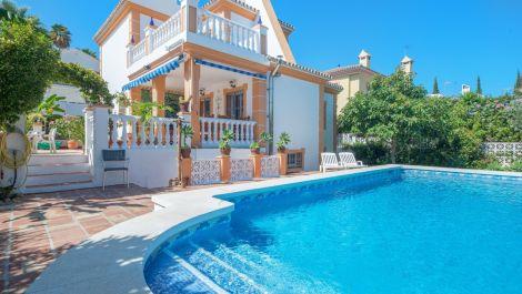 Villa de 4 dormitorios en venta en Nueva Andalucía – R2828090 en