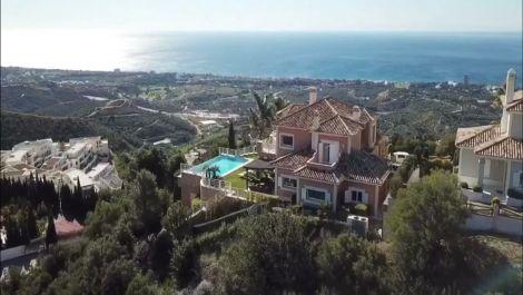 Villa de 4 dormitorios en venta en Los Monteros – R3477397 en