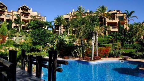 Apartamento de 3 dormitorios en venta en Estepona – R3261982
