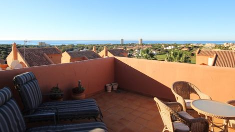 2 bedroom Penthouse for sale in Elviria – R3034787 in