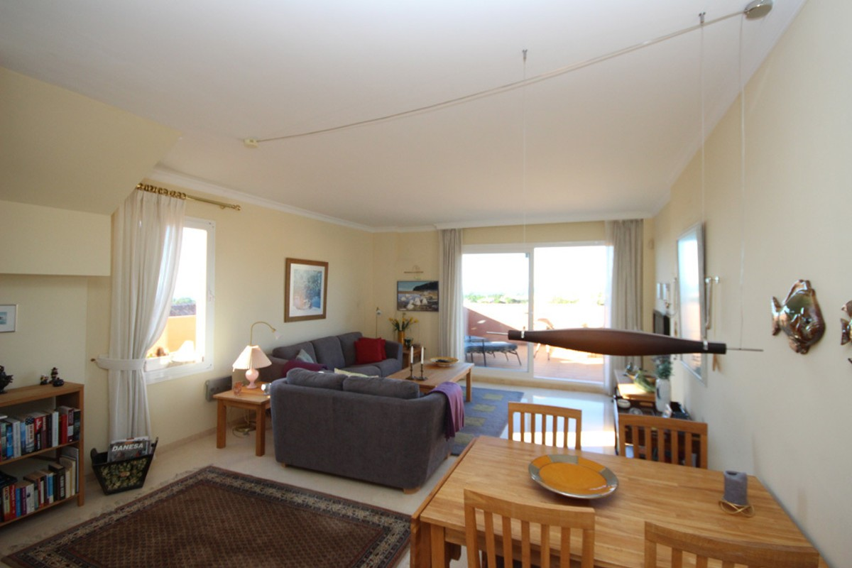 2 bedroom Penthouse for sale in Elviria – R3034787