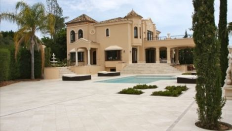 5 bedroom Villa for sale in Sierra Blanca – R3204778