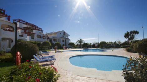 Apartamento de 2 dormitorios en venta en San Pedro de Alcántara – R3548737