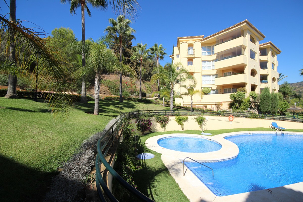 2 bedroom Penthouse for sale in Elviria – R3030554