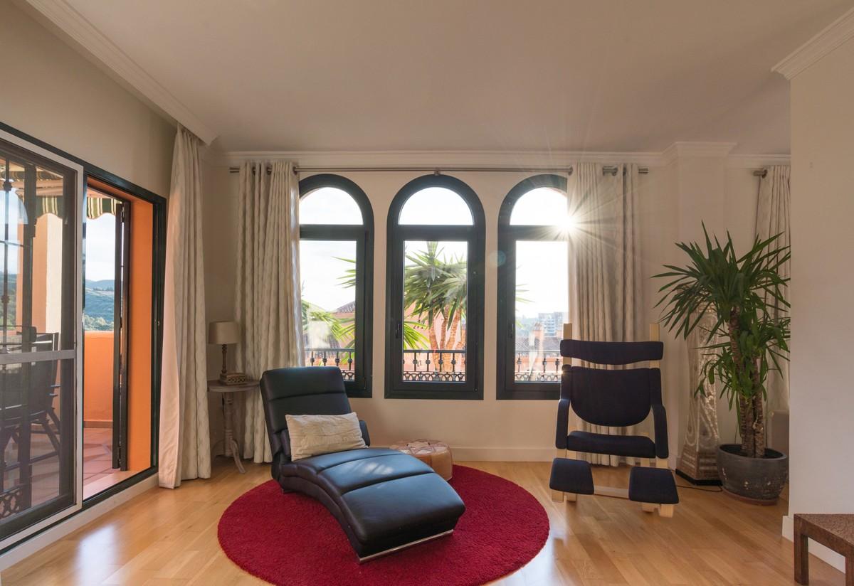 4 bedroom Apartment for sale in Elviria – R3531955