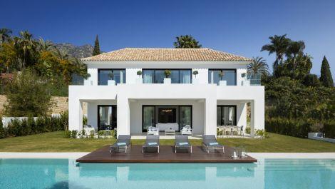 5 bedroom Villa for sale in Sierra Blanca – R3413242
