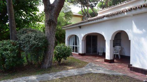 4 bedroom Villa for sale in Elviria – R3500092