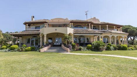 Villa de 6 dormitorios en venta en Hacienda Las Chapas – R2889824