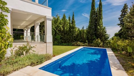5 bedroom Villa for sale in Sierra Blanca – R3531490
